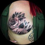 Brustkrebsüberlebende inspiriert mit großartigem Mastecktomie-Tattoo